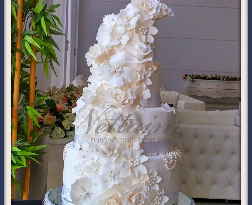 עוגת חתן כלה מעוצבת לחתונה