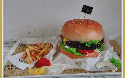 עוגת יום הולדת בצורת המבורגר