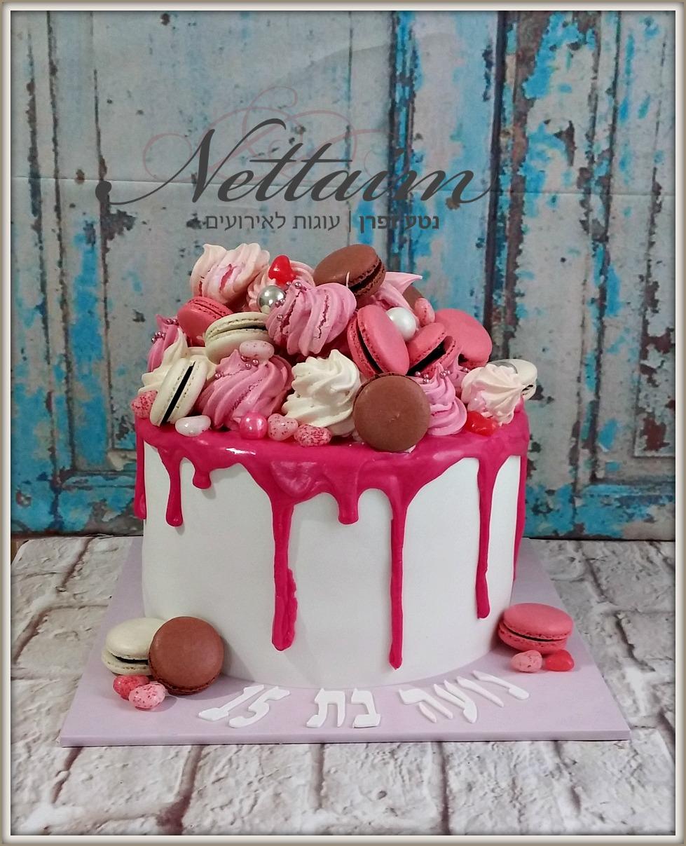 עוגת ממתקים -עוגה עם מרנגים ומקרונים